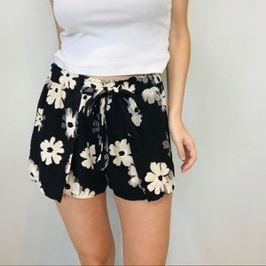 Madewell black floral layered shorts